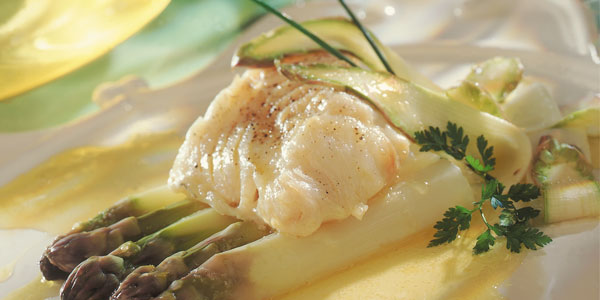 Fillet of sole with green asparagus and flat parsley cream