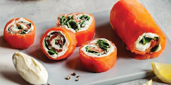 Salmon and spinach rolls with cream